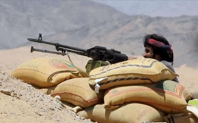 صحيفة بريطانية : الحوثيون يستولون على مناطق واسعة في مأرب وشبوة