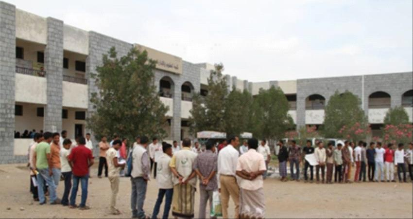 الحوثيون يفرضون رسوما باهظة على طلاب المدارس